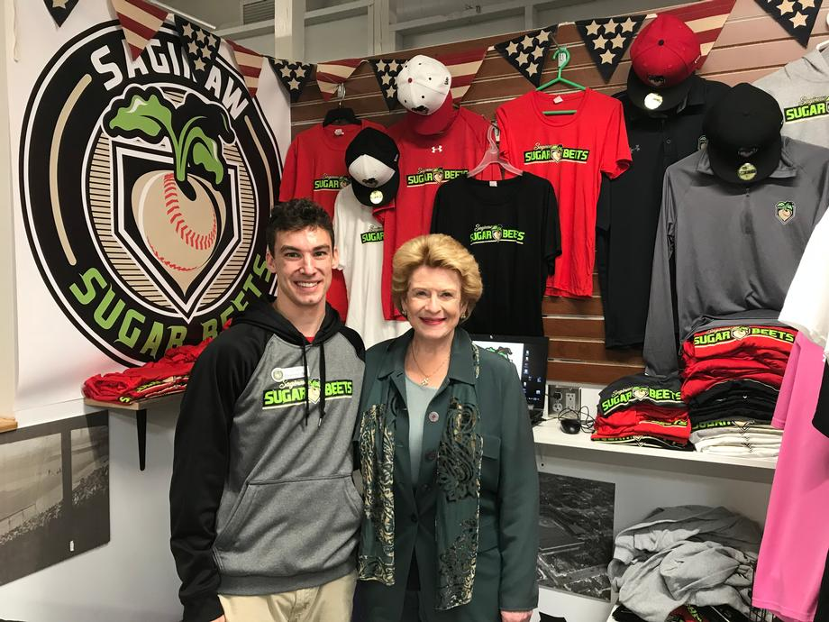 Senator Stabenow and a constituent at Saginaw Sugar Beets in the SVRC Market Place in Saginaw, MI